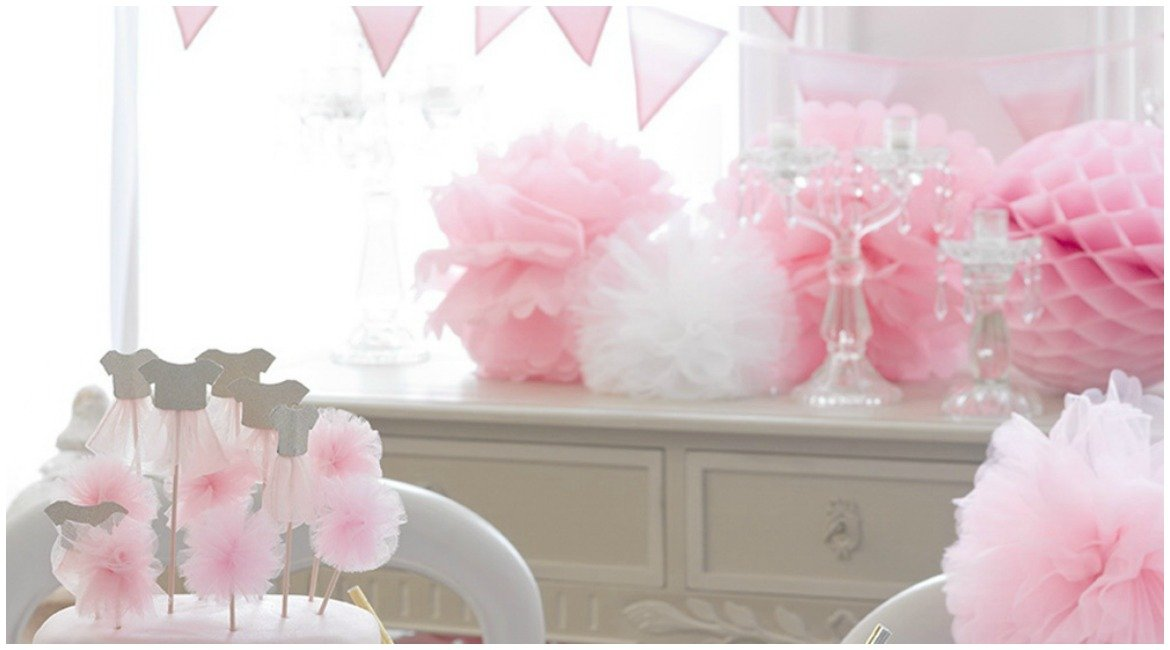 Dekoration in Rosa, Pom-Poms, Girlanden, Cake-Topper